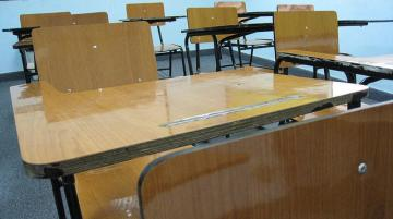 school_desk_by_ccarlstead